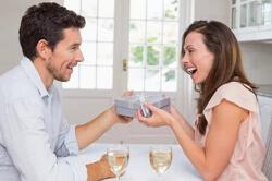 Что подарить жене на день рождения