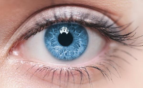 Ученые рассказали, как люди, носящие контактные линзы, чаще всего получают инфекции