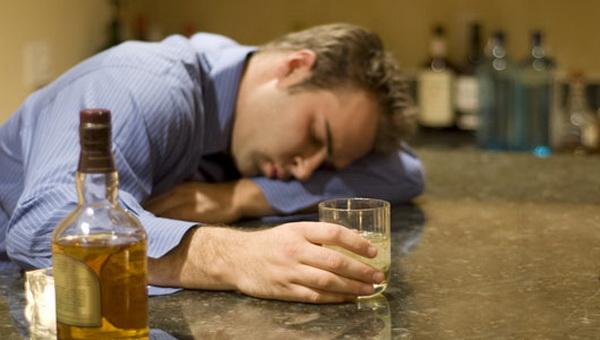 28157 Неврологи узнали, что стоит за характерными эффектами алкоголя